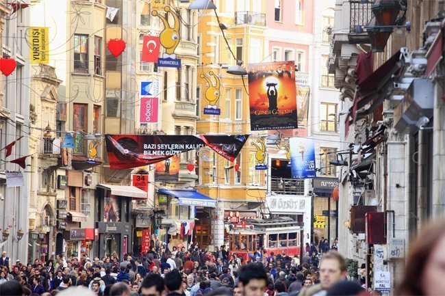 Istanbul rattert, schnattert und schnurrt
