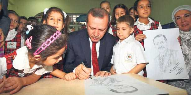 Prime Minister Recep Tayyip Erdoğan visited the International Turkish Hope High School in Bangladesh and was moved by a warm welcome from students of the educational institute.