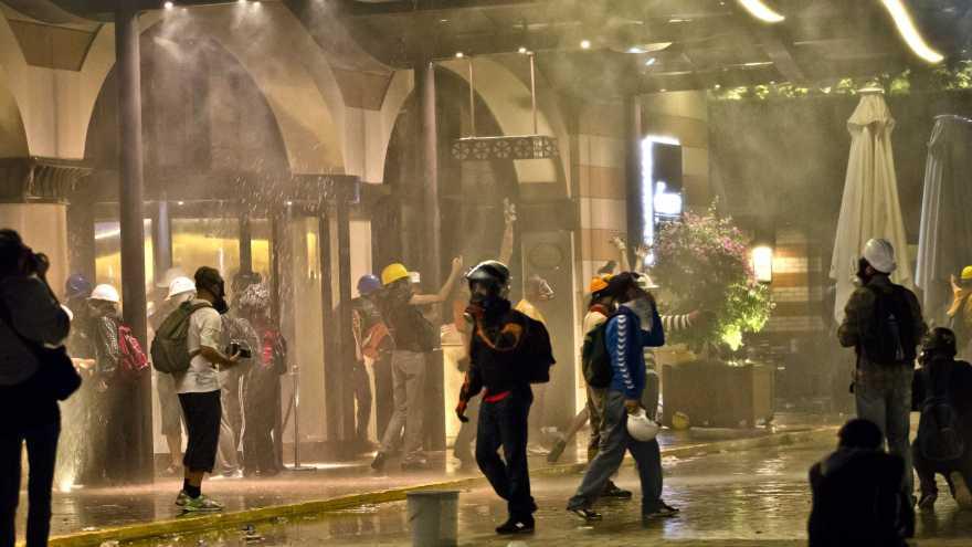 ap428612435868-divan-hotel-istanbul-protests1