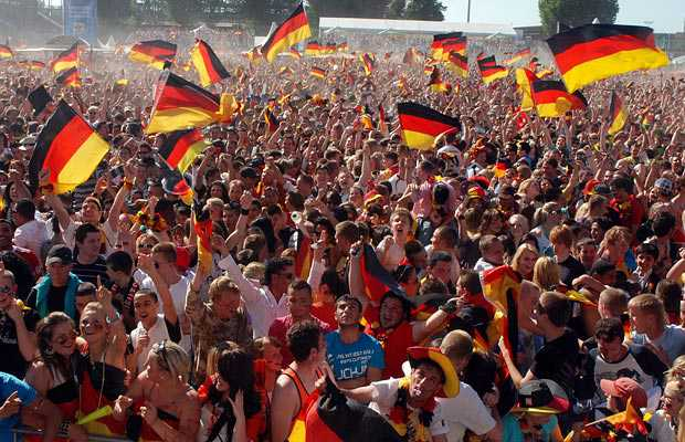 Almanya'da, Aşağı Saksonya Eyaleti Kriminoloji Araştırmaları Enstitüsü tarafından yapılan araştırmaya göre, Türklerin ve Arapların Alman toplumuna zor uyum sağlaması Alman halkının tutumundan kaynaklanıyor