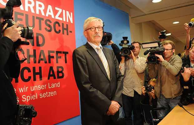 Göçmen karşıtı görüşleriyle ün yapan Almanya Merkez Bankası yönetim kurulu eski üyesi Thilo Sarrazin (SPD) şimdi de, Almanya'ya göçün tamamen durdurulmasını istedi