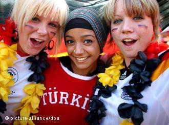 Almanya Cumhurbaşkanı, Türklerin Almanya'yı dünyaya açık bir toplum haline getirdiğini kaydetti
