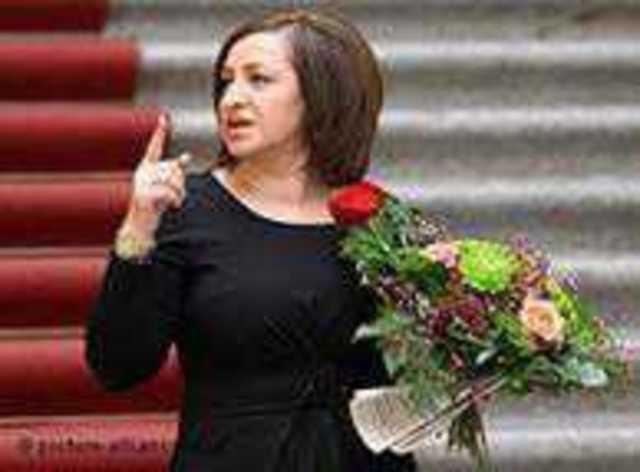 Alman siyasetinde yükselen Türk kökenli politikacılardan biri de Dilek Kolat oldu