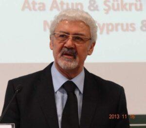 Ata Atun-Würzburg-Uşak Üni. Konferansında makalesini sunarken