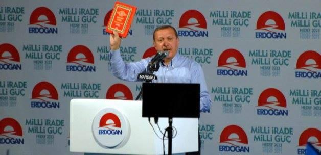 Elinde Kur'an'la meydanlara inen cumhurbaşkanı