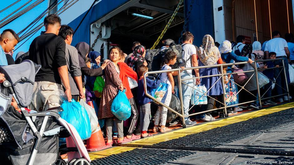 Ege′den Yunan ana karasına mülteci nakli hızlanıyor | AVRUPA | DW