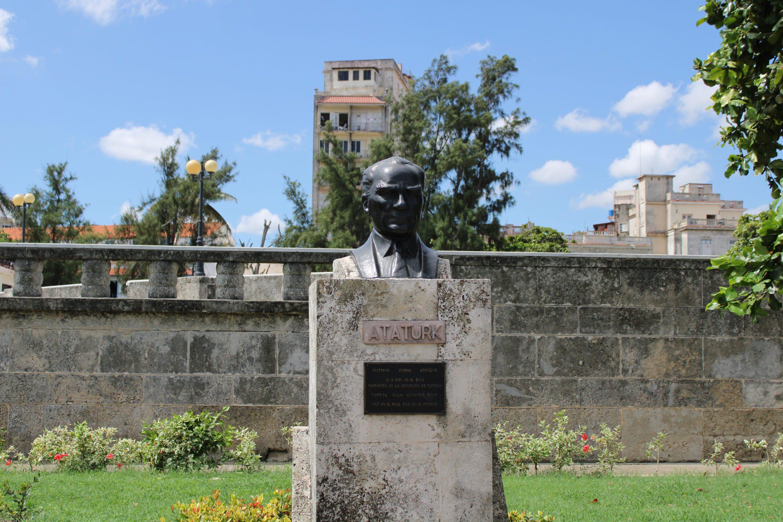 Atatürk heykeli, Küba, Havana