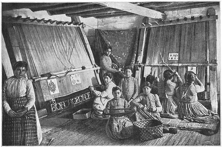 Osmanlı imparatorluğu zamanı Van'da halı dokuyan Ermeni kızlar, 1907