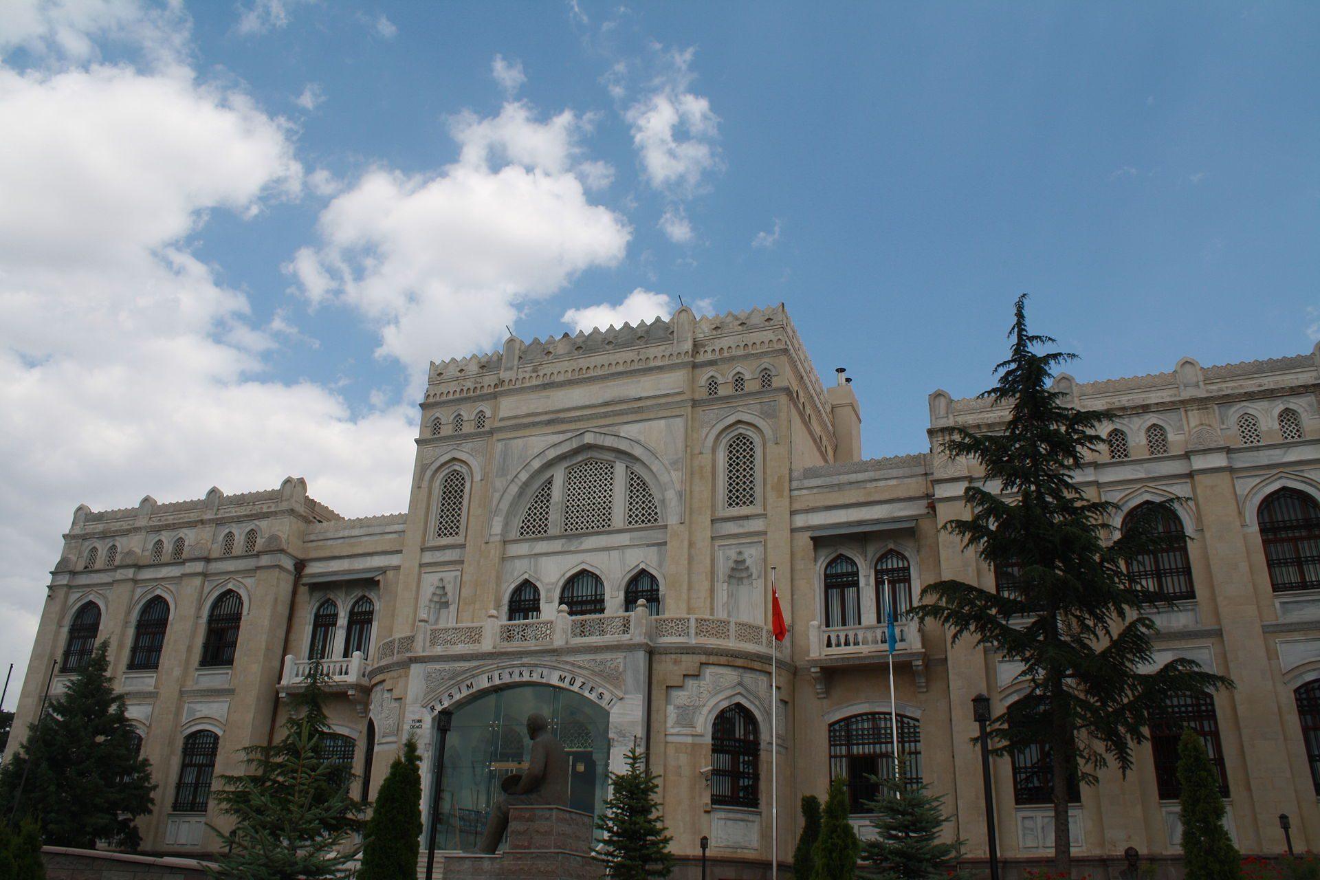Ankara Devlet Resim Heykel Müzesi 1950 yılına kadar Halkevleri merkezi idi