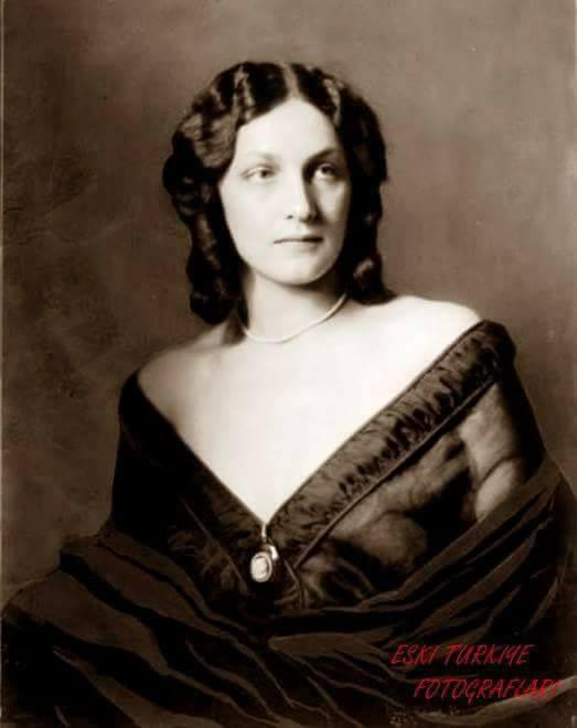 Madam Erika Avusturya asıllı Alman Hemşire Çanakkale Savaşında ilk kadın şehidimiz Dr.Ragıp bey'in zevcesi Avusturya Milli Kütüphane arşivi,1912.